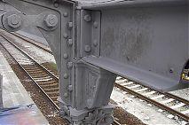 Otryskané sloupy nástupiště nádraží Frýdek Místek.jpg